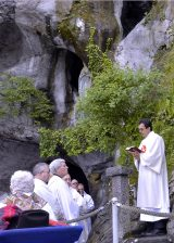 2013 Lourdes Pilgrimage - SATURDAY TRI MASS GROTTO (11/140)