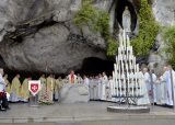 2013 Lourdes Pilgrimage - SATURDAY TRI MASS GROTTO (16/140)