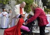 2013 Lourdes Pilgrimage - SATURDAY TRI MASS GROTTO (18/140)